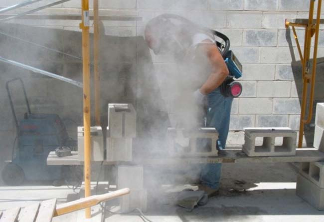 Dry cutting of concrete blocks