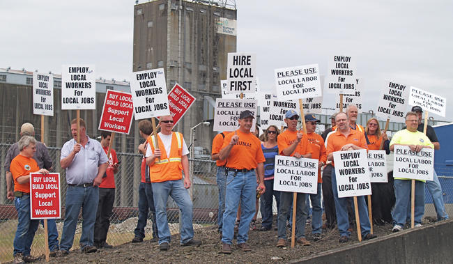 Union Pickets Call On Port Of Kalama To Hire Local Labor
